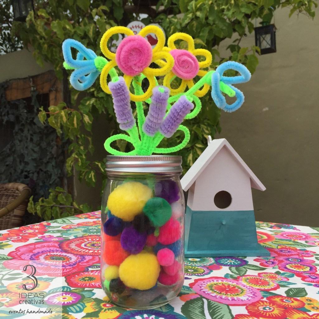 Flores de lavanda y campanillas con limpiapipas, ¡para hacer con los niños!
