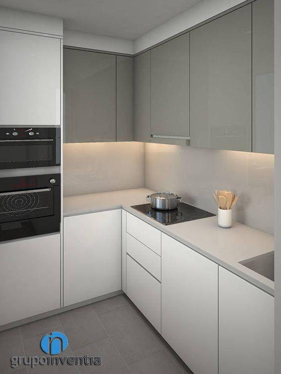 прост L-образна кухня декорация