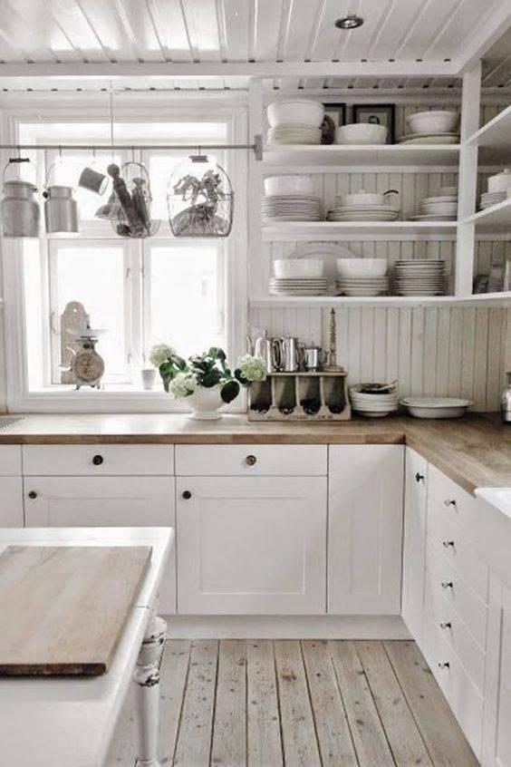 реколта прост кухненски интериор