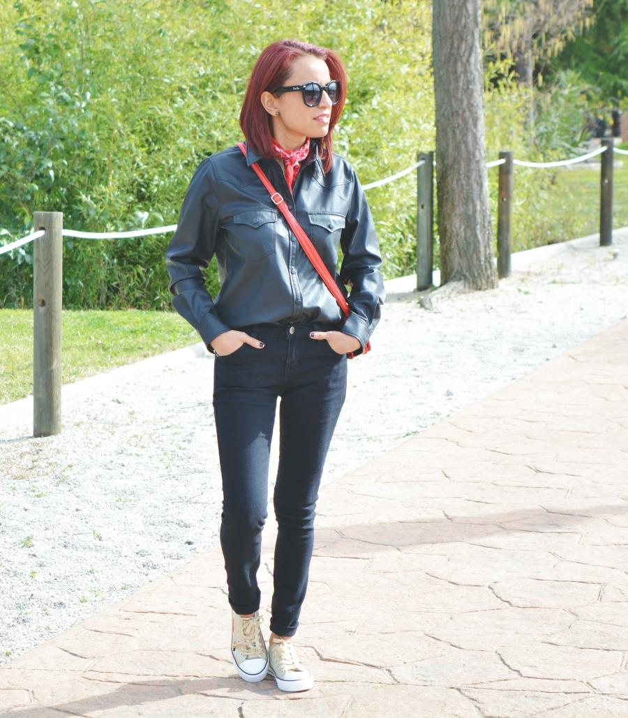 look-total-black-y-deportivas-1