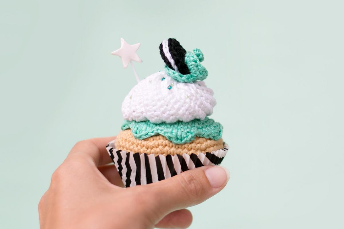 "Crocet cupcake oreo & mint, see on ""I am a Mess Blog"""