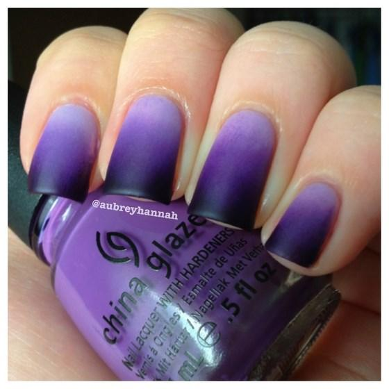 Uñas degradé moradas