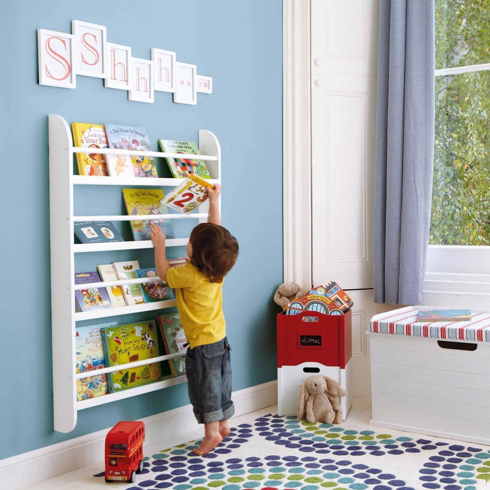 libros en el cuarto de los niños