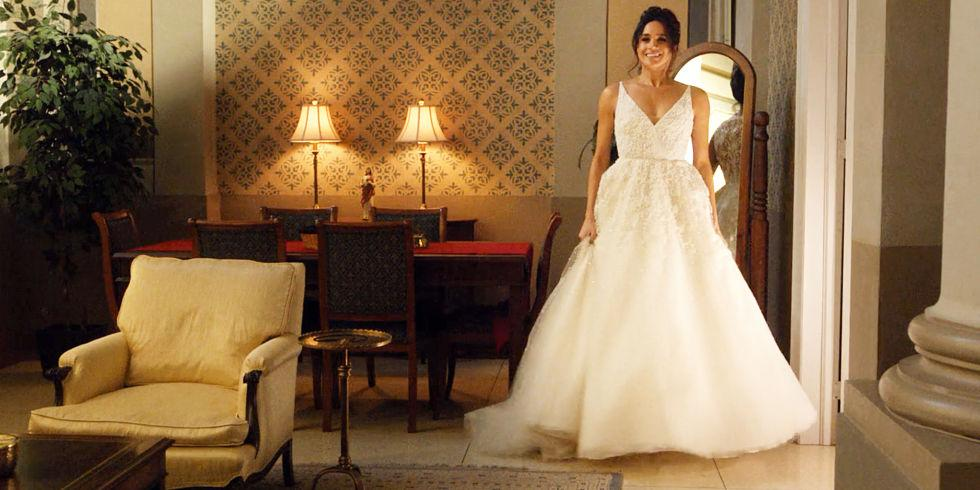 landscape-1511860852-meghan-markle-in-a-wedding-dress-in-tv-suits-series-season-5
