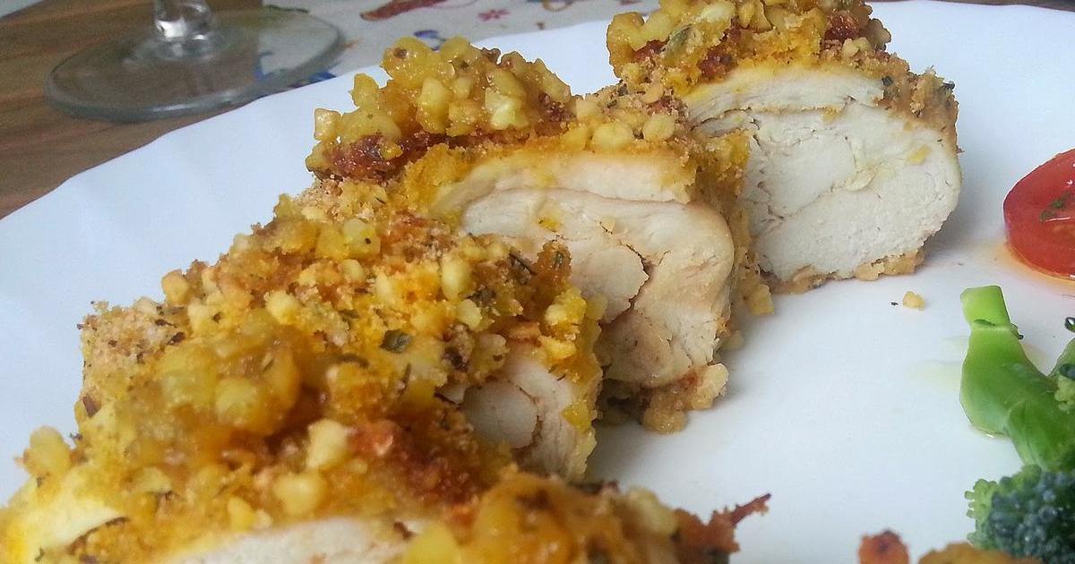 Pechuga de pollo a la miel y mostaza con costra de almendras. ¡Qué bueno!