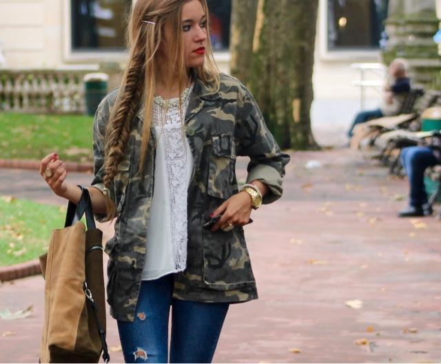 Cómo lucir unos jeans rotos. ¡Apunta este look!