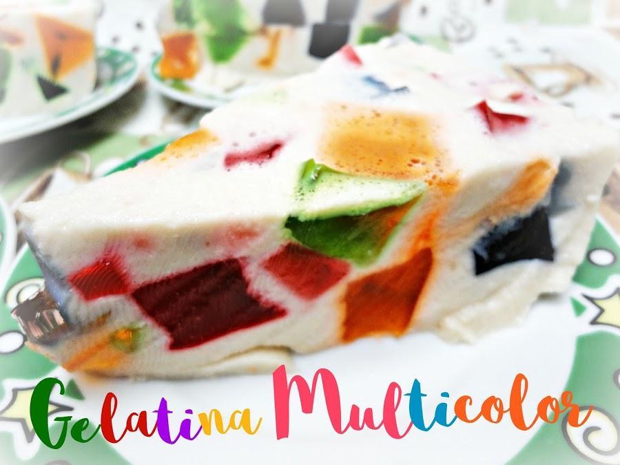 Pastel de gelatina multicolor con leche condensada