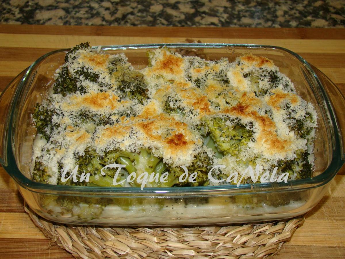 Brócoli con bechamel de calabacín. ¡Ya verás cómo les gusta a todos en casa!