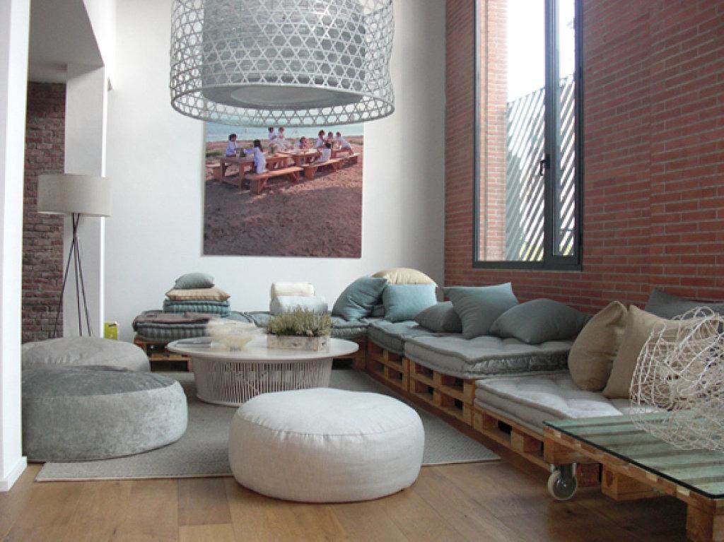 Cómo hacer sofás con palés ¡Te sorprenderá lo sencillo que es!