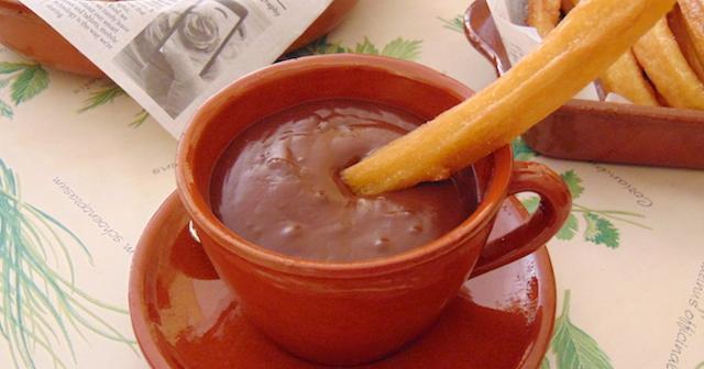 Churros con chocolate a la taza. ¡Para el desayuno o la merienda!