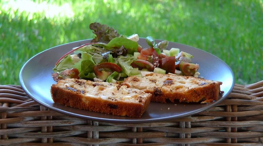 Bizcocho salado de tomates secos y queso fresco. ¡Impresionante!