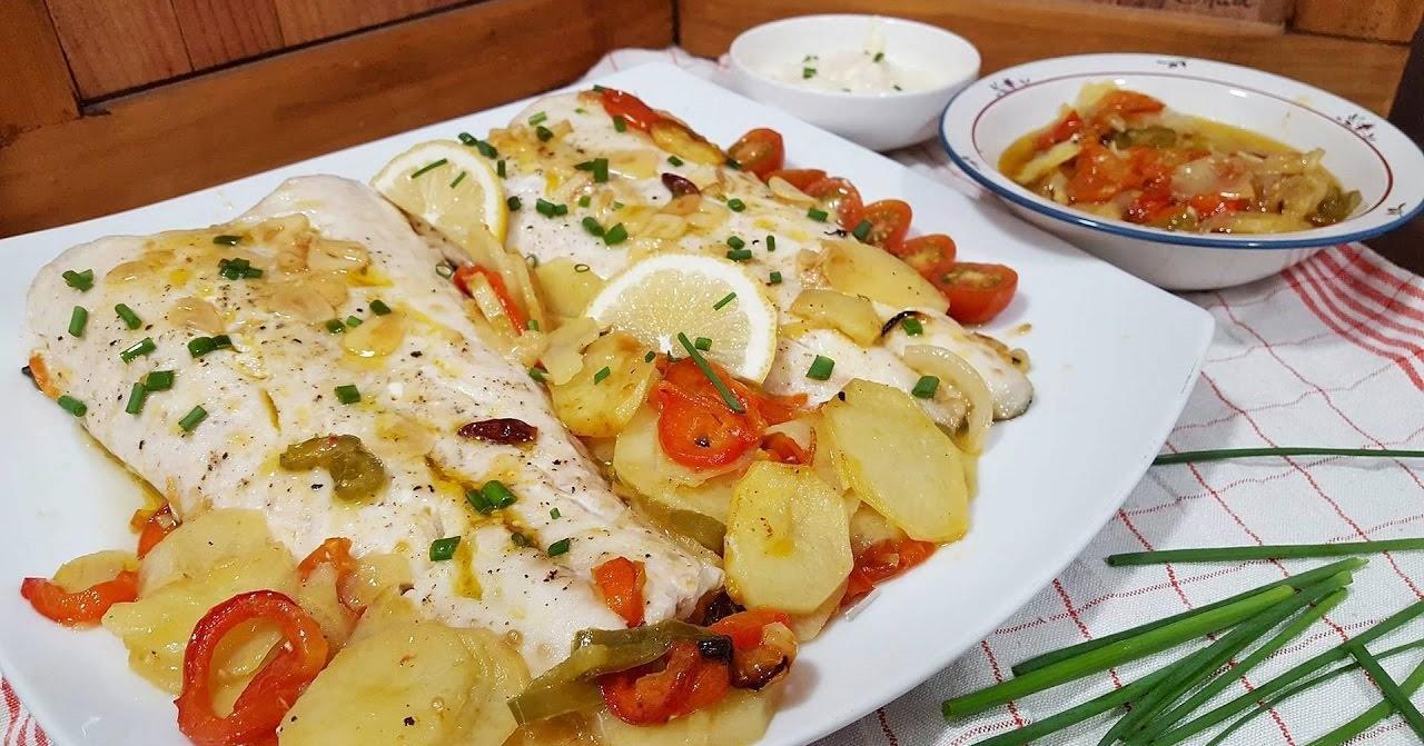 Merluza al horno con patatas, receta fácil y deliciosa