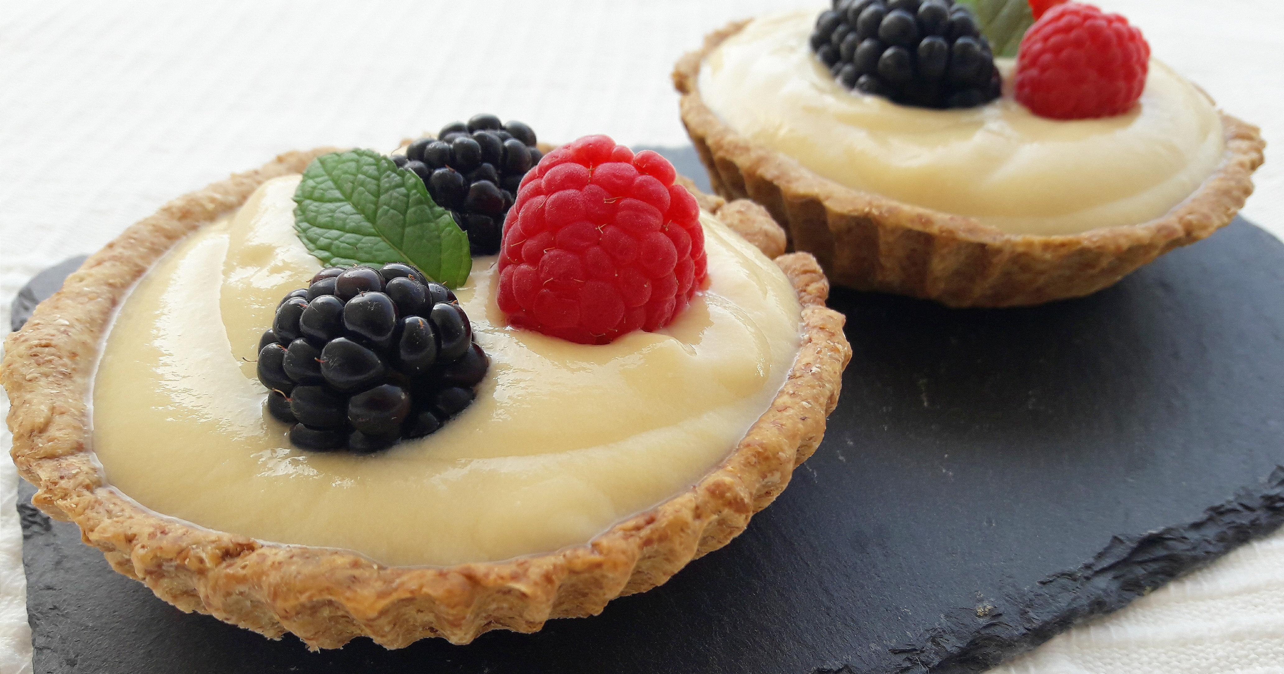 Tartaletas con crema pastelera y frutos del bosque