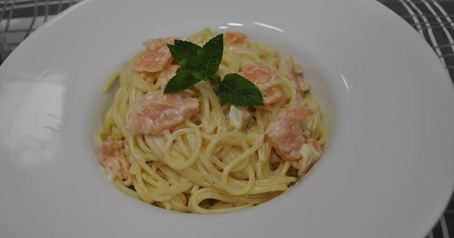Espagueti con salmón ahumado