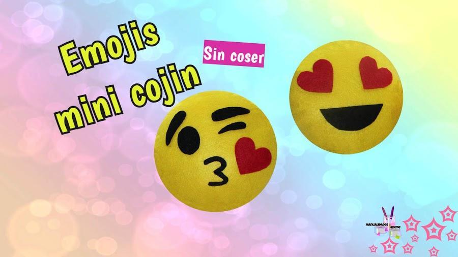 Mini cojines en forma de emojis para decorar