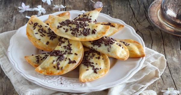 Empanadillas rellenas de chocolate al horno