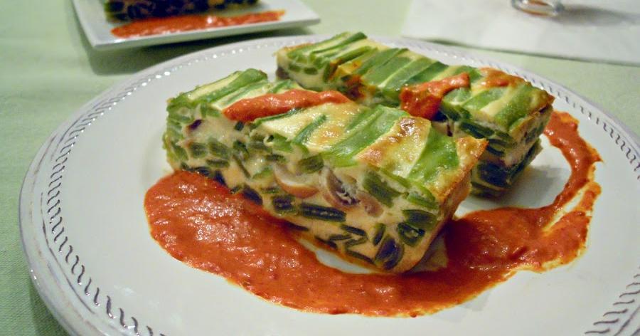 Pastel de judías verdes con salsa de piquillos