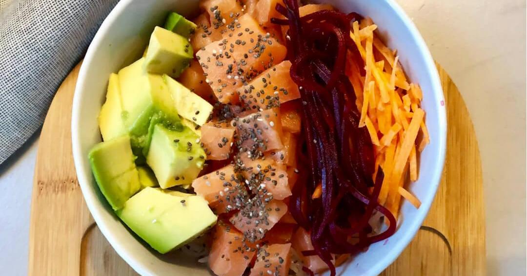 Poke Bowl de salmón: no querrás comer nada más este verano