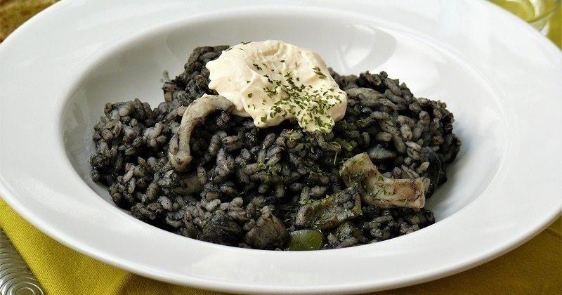 Receta de arroz negro con alioli de lima