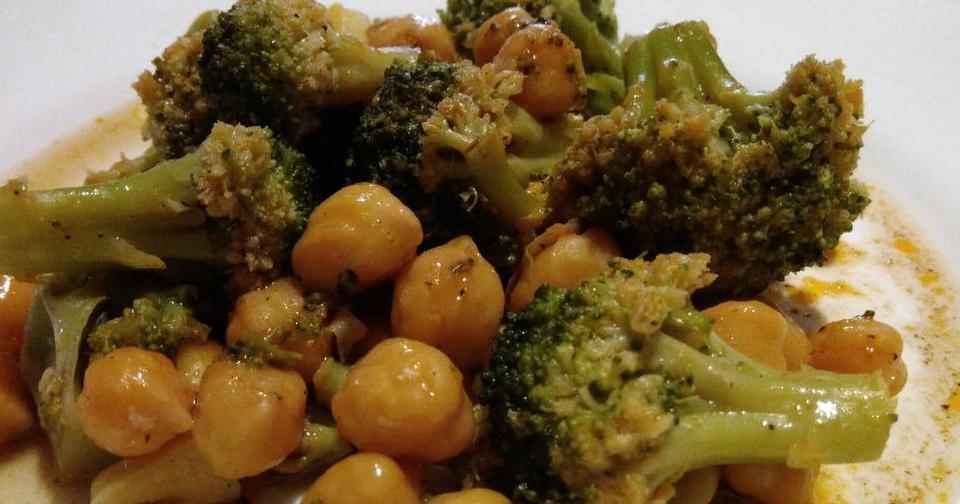 Garbanzos con brócoli al pimentón