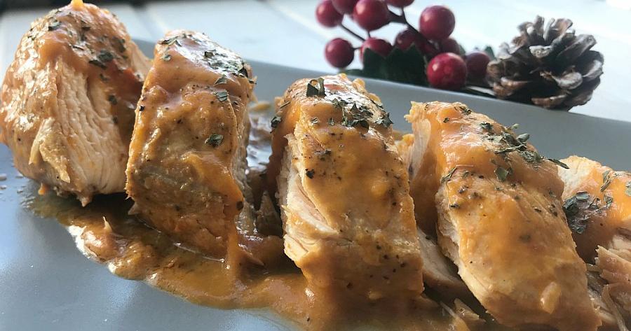 Delicioso pollo al curry acompañado de verduras