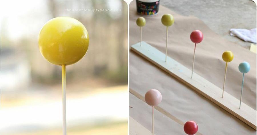 DIY un perchero de colores para niños