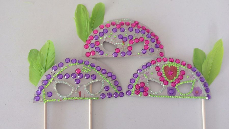 Preciosas m scaras hechas con platos de cart n y la imaginaci n de los m s peques manualidades - Mascaras para carnaval manualidades ...