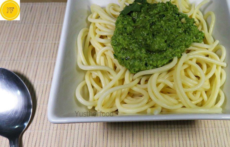 Pasta espaguetis con salsa de nueces y perejil cocina for Espaguetis con ajo y perejil