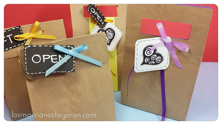 C mo decorar bolsas de papel kraft para envolver regalos for Como envolver un regalo original