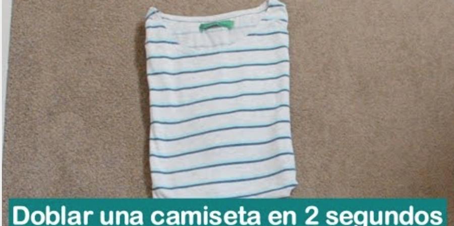 C mo doblar una camiseta en 2 segundos decoraci n - Truco para doblar camisetas ...