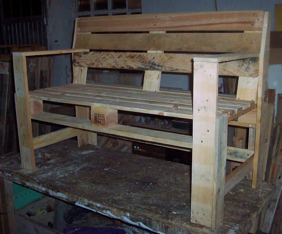 Banco de terraza con madera de palet bricolaje for Muebles de terraza madera