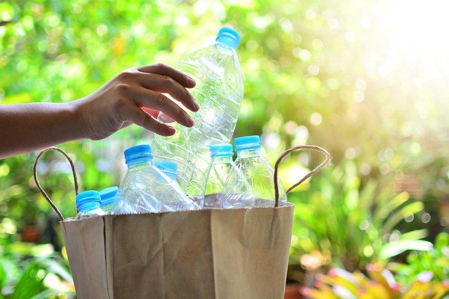 15 ideas para reciclar botellas de plstico - Botellas Plastico