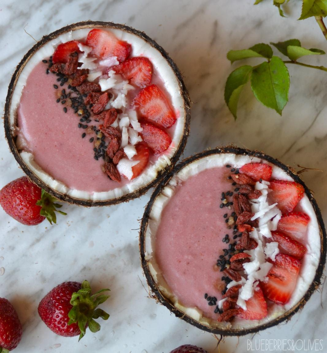 Smoothie bowl de fresas y coco - Strawberry and coconut smoothie bowl