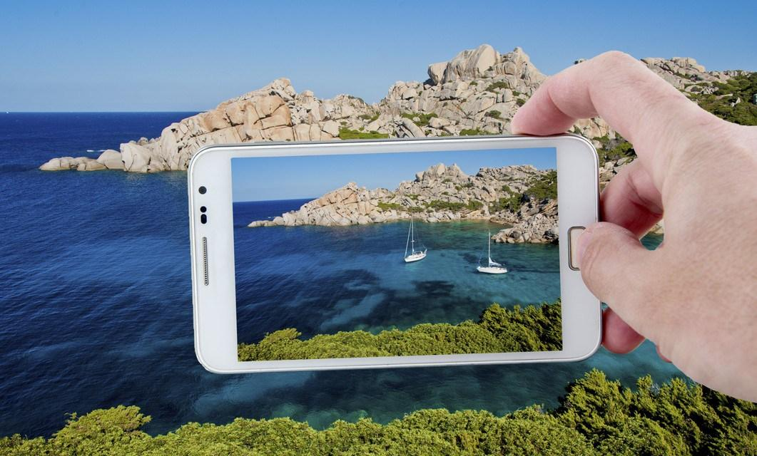Taking a picture with Smartphone in Sardinia