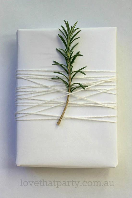 simple-white-christmas-gift-wrap-3w