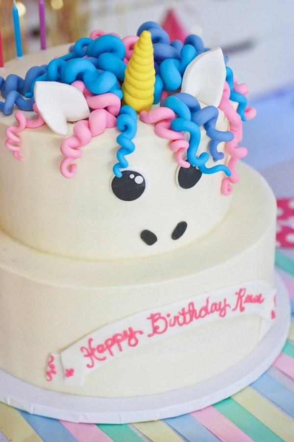 http://karaspartyideas.com/2016/09/magical-magic-is-four-real-unicorn-birthday-party.html