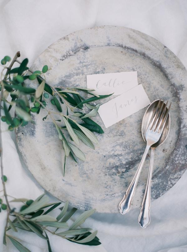 elegant-organic-table-decor-wedding