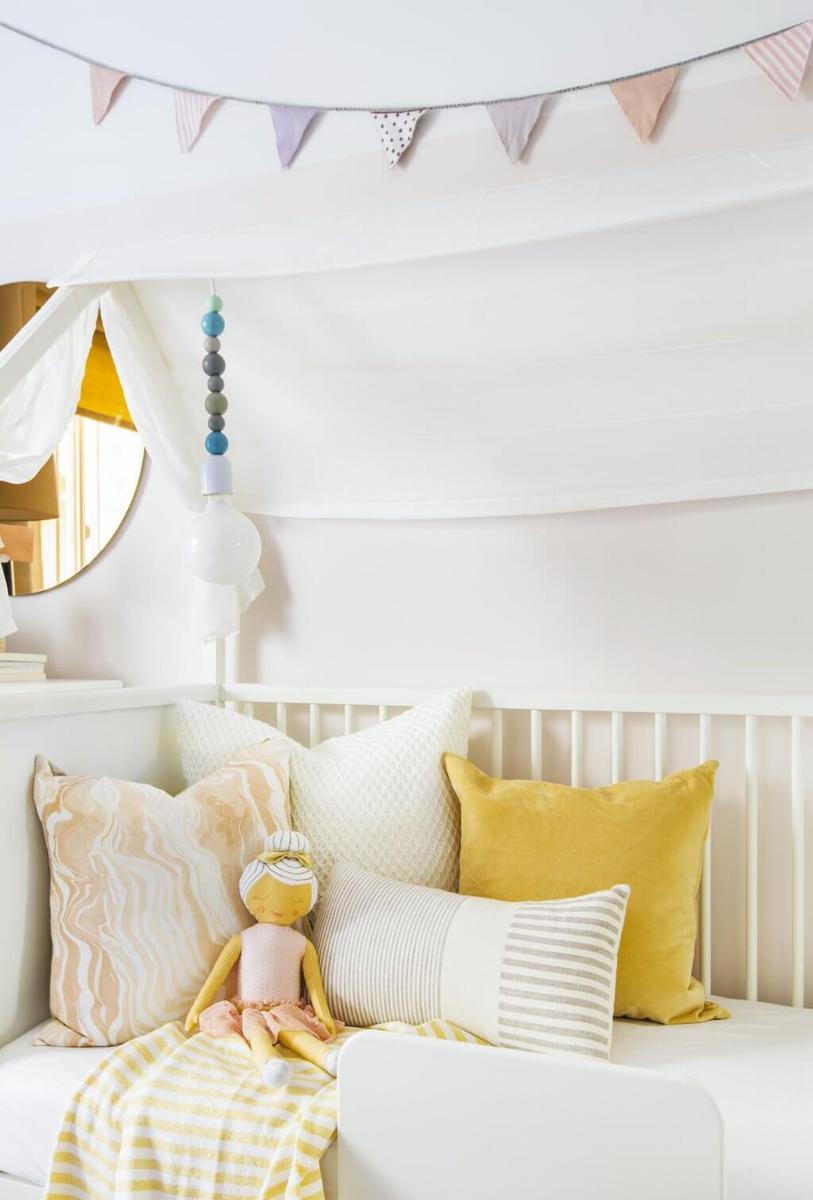 5_consejos_para_decorar_un_dormitorio_infantil_inspiración_dormitorio_bebé_juego_textiles_colores