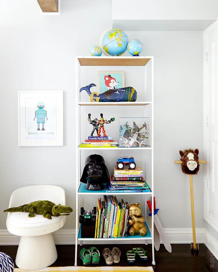 5_consejos_para_decorar_un_dormitorio_infantil_detalle_estantería