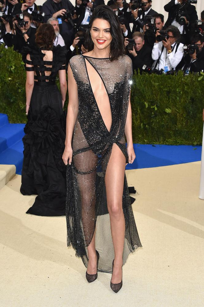 Kenall Jenner - Mejores outfits y peores estilismos Gala Met 2017