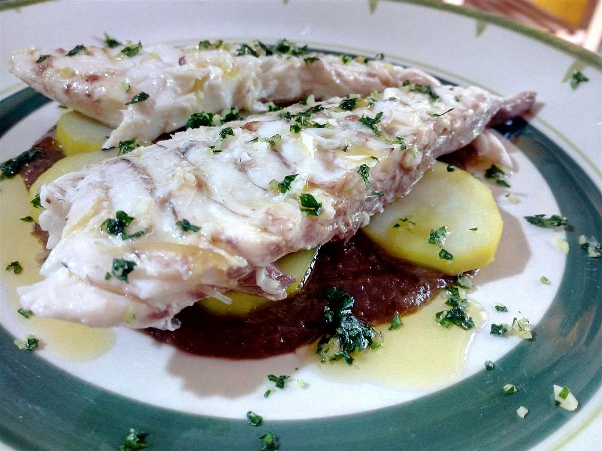 Dorada a la espalda con patatas - Orata in padella con patate allo zafferano e crema di cipolle - Sea bream oven recipes
