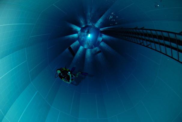 nemo 33 world deepest swimming pool