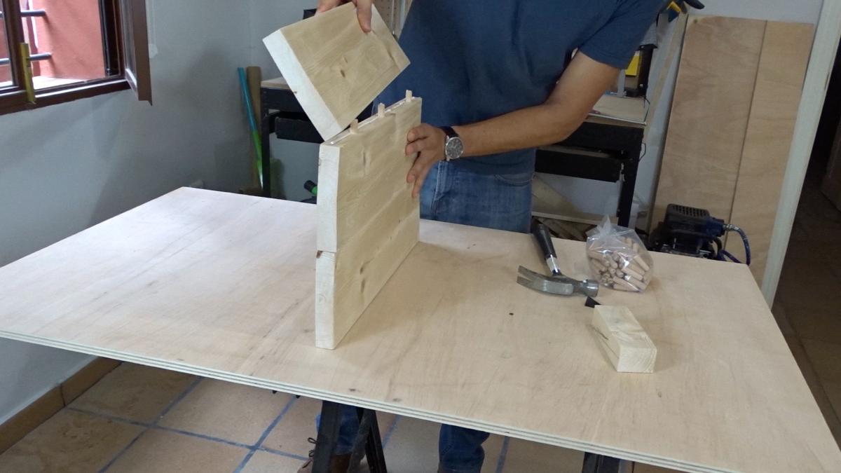 Mesa auxiliar de diseño industrial 3 : Industrial side table