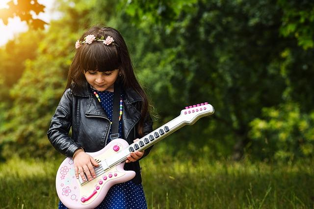 niña-guitarra-music