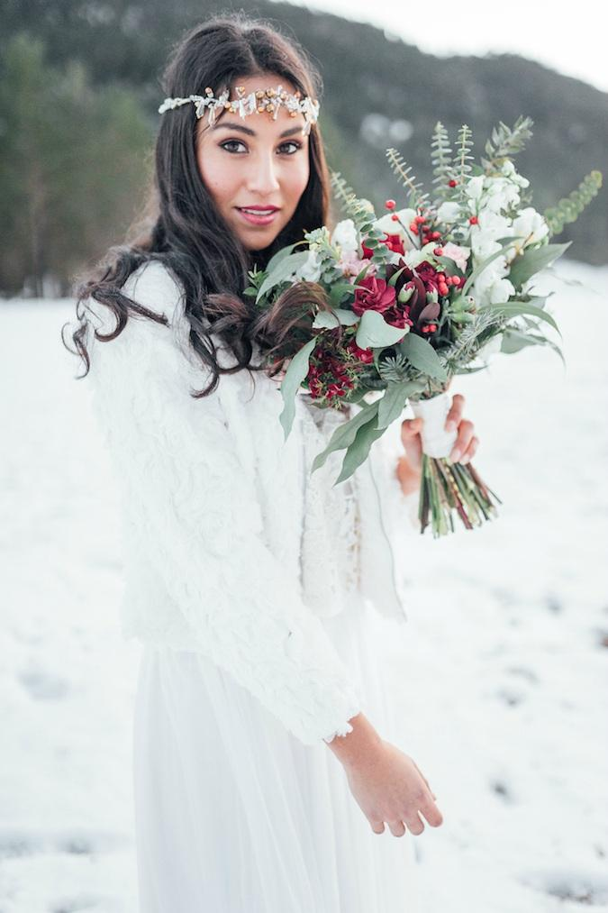 winter love elopement laiatq