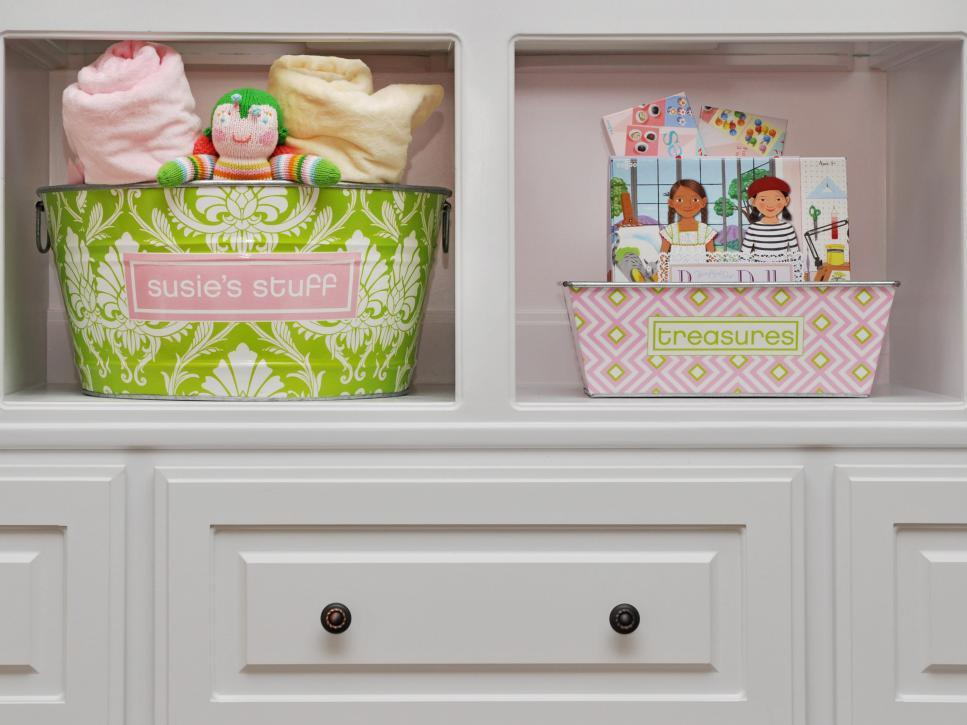 original_Susie-Fougerousse-Girls-Portable-Storage-Metal-Containers-on-Bookshelf_s4x3.jpg.rend.hgtvcom.966.725