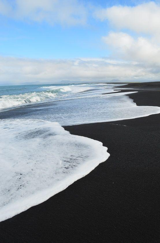 Islas para visitar en Estados Unidos, Black Sand Beach Maui, Hawaii. I would love to help you plan your awesome Hawaii vacation! http://GaylynnTravel.com