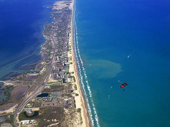 Islas para visitar en Estados Unidos ,South Padre Island is off the coast of Texas and very close to Mexico. Take a quick trip here this year; you wont even need a passport.