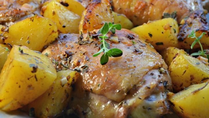 El tradicional pollo al horno: bocado casero