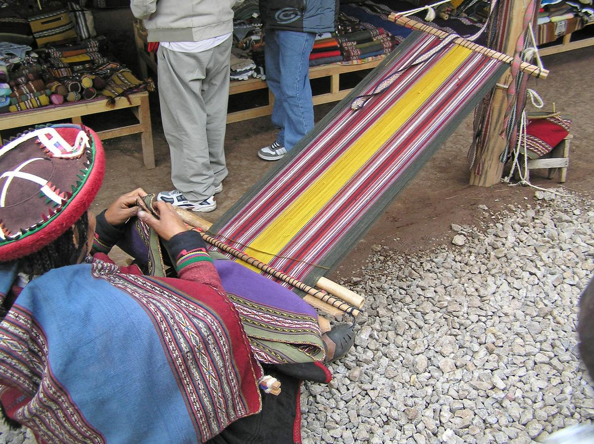 Peruvian-frazadas-traditional-ethnic-textiles-for-home 04